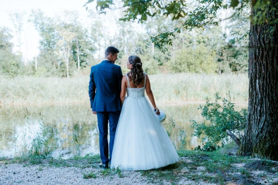 Romantikus esküvő a tóparton