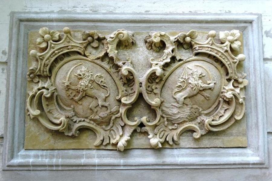 Restaurált címer